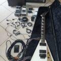 Fernandes elektromos gitár, Peavey Bandit 112 combo, torzító, zajzár és rengeteg tartozék eladó